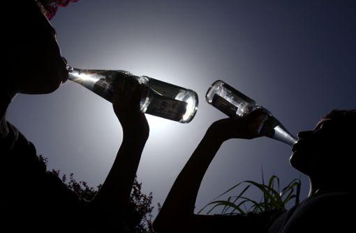 Wasserfans und Trinkmuffel – Wie die Deutschen trinken