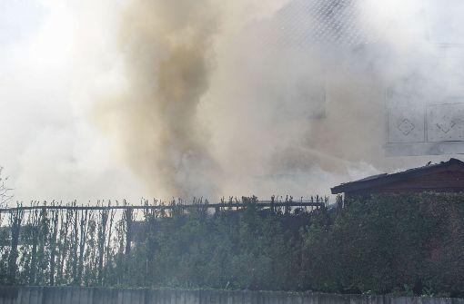 Gartenhaus fängt Feuer