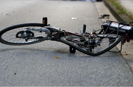 Radlerin verletzt sich bei Sturz schwer