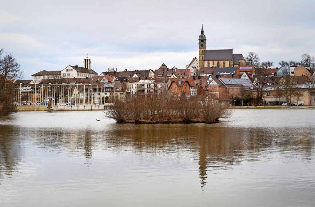 Stadtbildprägend: Die Insel im Oberen See wurde doch nicht versenkt. Foto: factum/Jürgen Bach