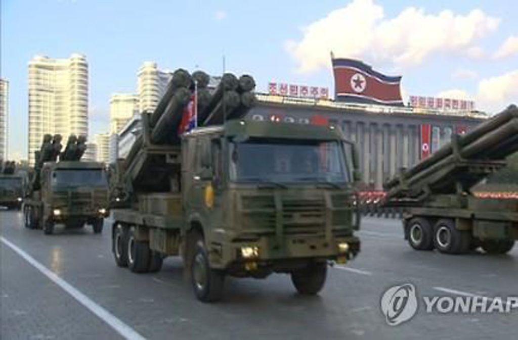 Die Angst vor Nordkorea – hier eine Militärparade in Pjöngjang – beherrscht die Politik im Süden des Landes. Der Militärdienst ist obligatorisch. Foto: dpa