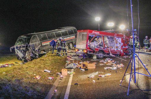 Zwei Tote und fast 30 Verletzte bei schwerem Unfall