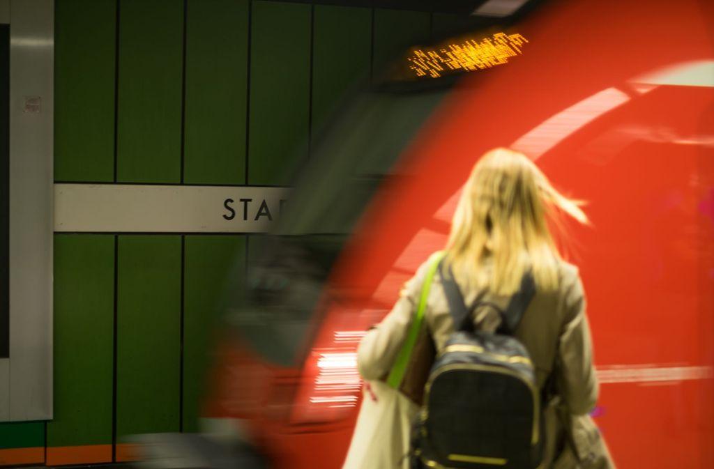 S-Bahn-Fahrer können entspannt in den Samstagabend starten. Foto: Lichtgut/Max Kovalenko