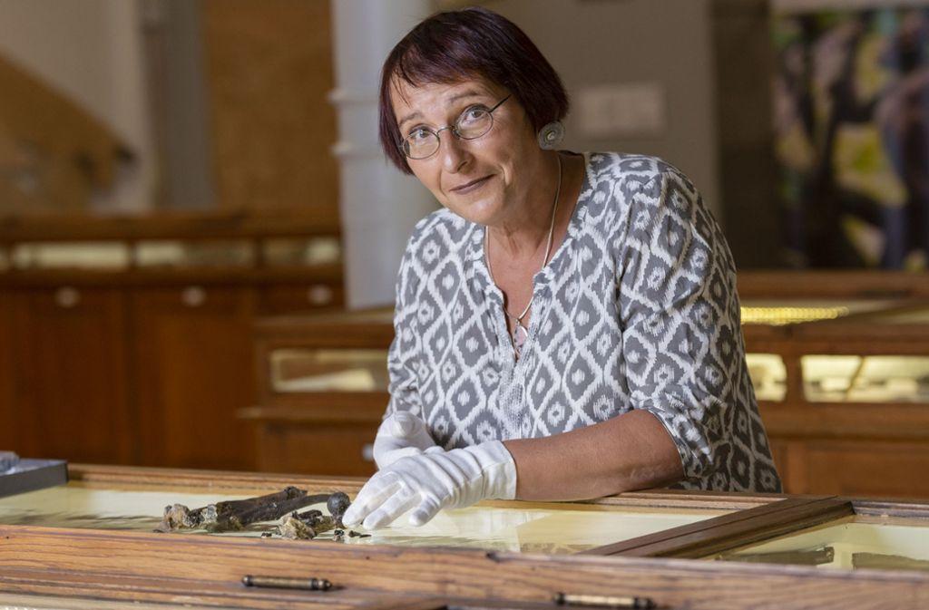 Die Tübinger Geowissenschaftlerin und Paläontologin Madelaine Böhme hat mit ihrem Team die bisher unbekannte Menschenaffen-Gattung namens Danuvius guggenmosi entdeckt. Foto: Sebastian Gollnow/dpa