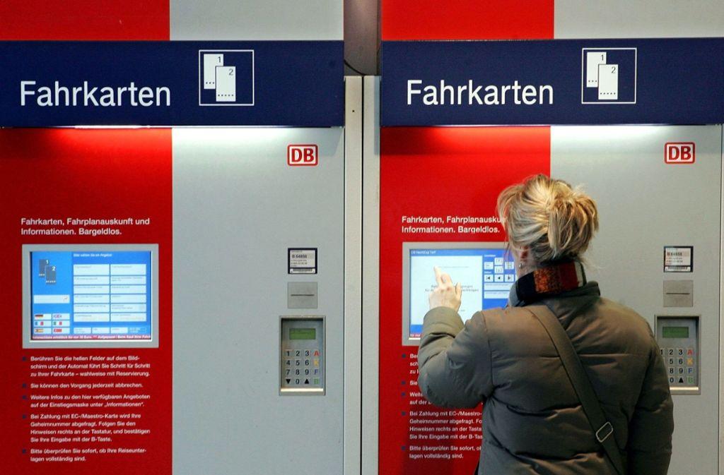 Die Bahn peilt nach eigenen Aussagen wohl keinen Ausstieg aus dem Automatenverkauf an. (Symbolbild) Foto: dpa-Zentralbild