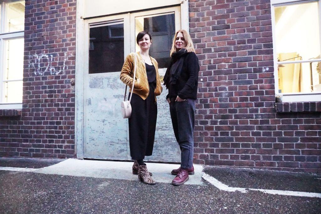 Karin Haller (rechts) und Rosa Pöttinger organisieren gemeinsam die Messe Fest versprochen. Wir haben mit den beiden den Stylecheck gemacht. Foto: Ina Schäfer