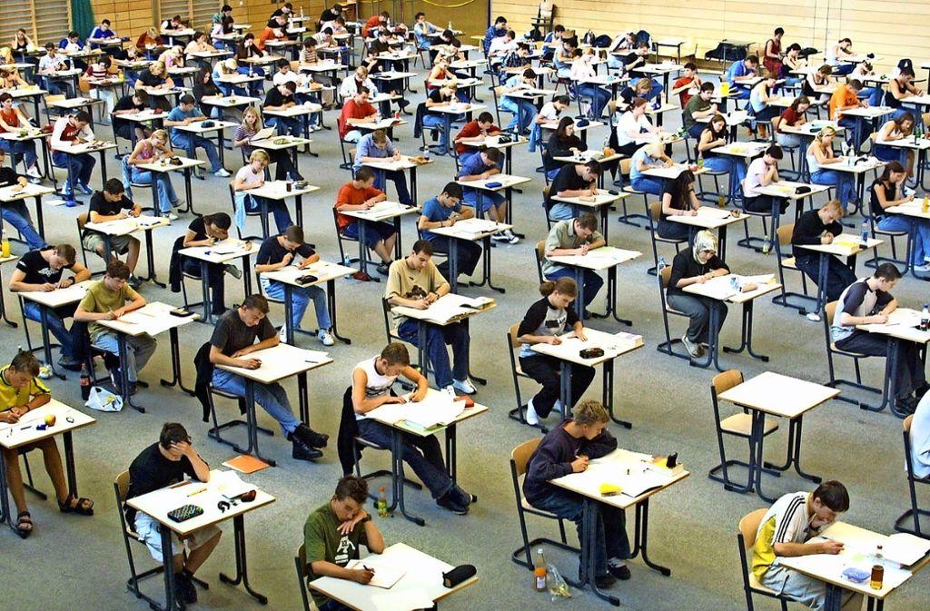 Nach der Panne mit den Prüfungsunterlagen steht den Realschülern in Baden-Württemberg am Freitag als Erstes die Mathe-Prüfung bevor., Foto: Harald Schreiber