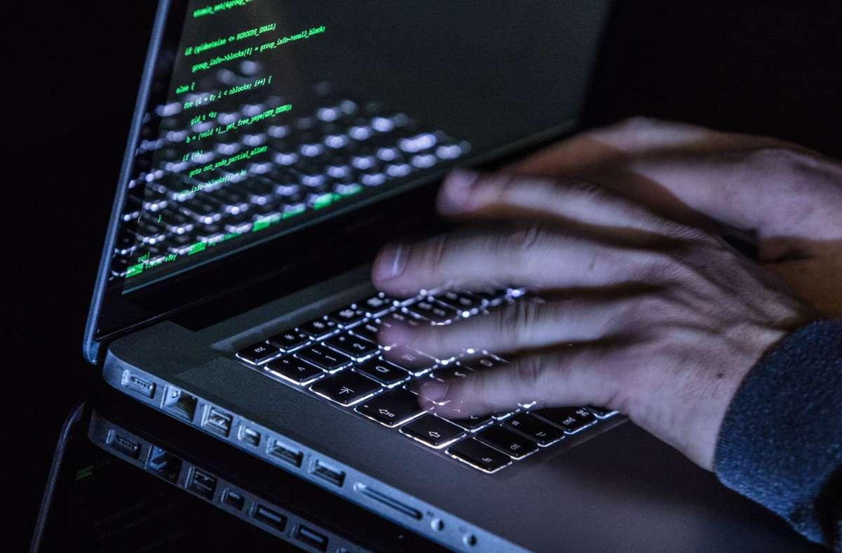 Immer wieder gelingt es Hackern, sich Zugriff zu Daten von Wählern oder Politikern zu verschaffen – und dadurch Einfluss auf den Wahlkampf zu nehmen. Foto: dpa/Silas Stein