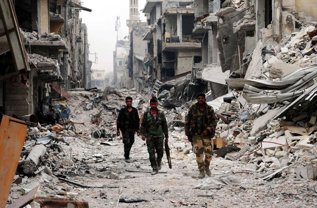 Hölle der Hoffnungslosigkeit: Straßenszene in einem Vorort von Damaskus Foto: dpa
