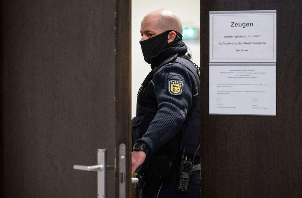 Die Tür bleibt zu: Der Krawallnacht-Prozess gegen zwei junge Männer findet unter Ausschluss der Öffentlichkeit statt. Foto: dpa/Marijan Murat