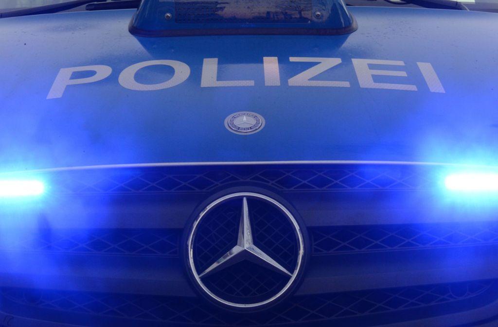 Die Polizei konnte den 25-Jährigen überwältigen. (Symbolbild) Foto: picture alliance / dpa/Patrick Seeger