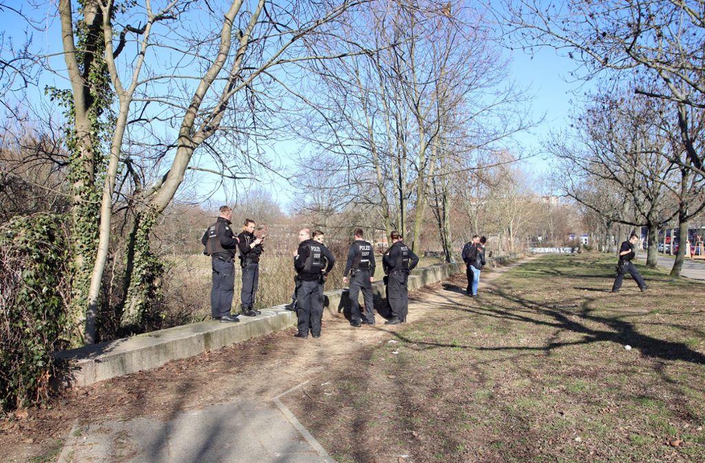 Die Polizei sucht mit Hochduck nach der vermissten 15-Jährigen. Jetzt wurde eine verdächtige Person festgenommen. Foto: dpa