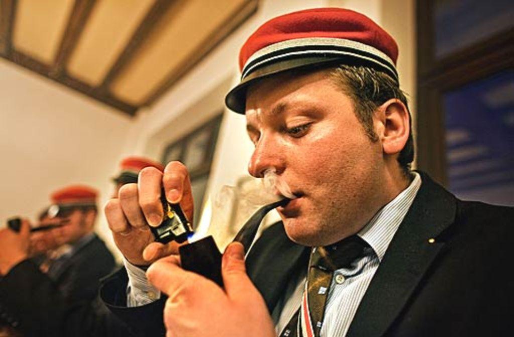 Benjamin Ruppert findet das Pfeifenrauchen spaßig. Foto: Honzera
