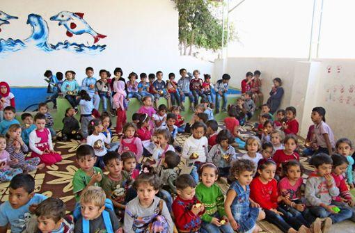 Damit   Waisen ein Dach über dem Kopf haben