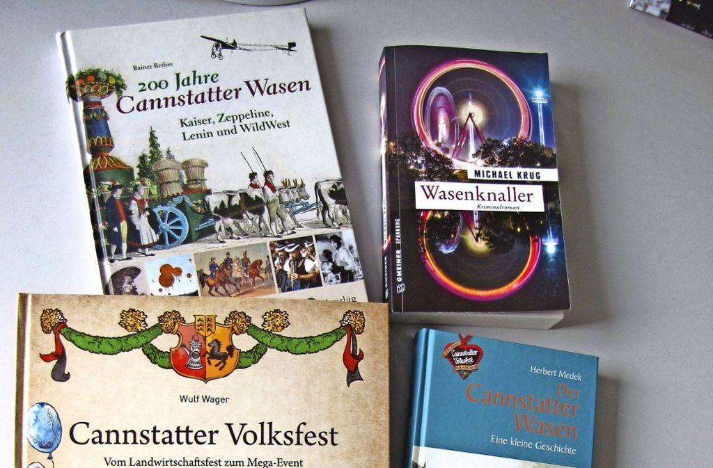 In diesen vier Büchern blicken die Autoren auf das Volksfestjubiläum und die Geschichte des Cannstatter Wasens zurück. Foto: Edgar Rehberger Foto: Edgar Rehberger