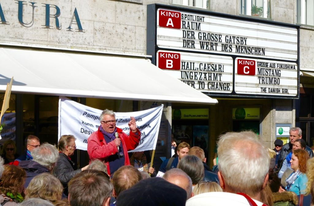 Wochenlang war die Zukunft des Scala-Kinos  das beherrschende Thema in Konstanz. Als Berichterstatter stets dabei: Lokalredakteur Michael Lünstroth. Dann wird er plötzlich aus dem Verkehr gezogen. Foto: Rauschnick