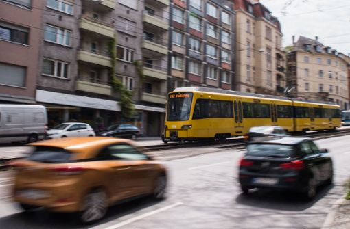 Fußgänger erfasst – mehrere Stadtbahnlinien unterbrochen