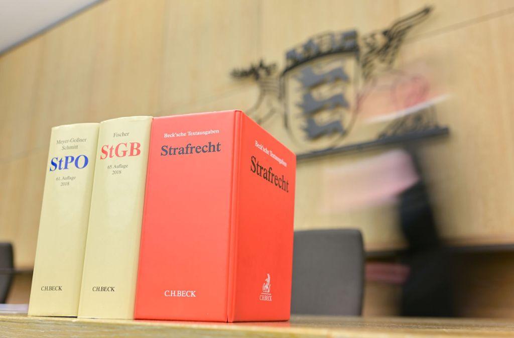 Die Richter haben eine Frau nach einem Messerangriff zu mehr als drei Jahren Haft verurteilt. Foto: dpa/Uwe Anspach