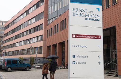 Kramp-Karrenbauer nach Unfall weiter im Krankenhaus