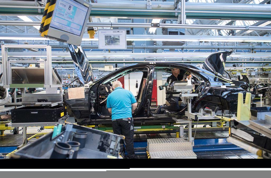 Die Automobilindustrie ist im Umbruch. Weiterbildung soll den Beschäftigten helfen. Foto: dpa/Sebastian Gollnow