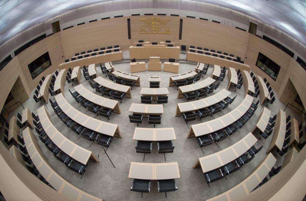 Bei der ersten Sitzung des neuen Landtags in Stuttgart hat Alterspräsident Heinrich Kuhn von der AfD zu einem fairen Umgang der Abgeordneten miteinander aufgerufen. (Symbolbild) Foto: dpa