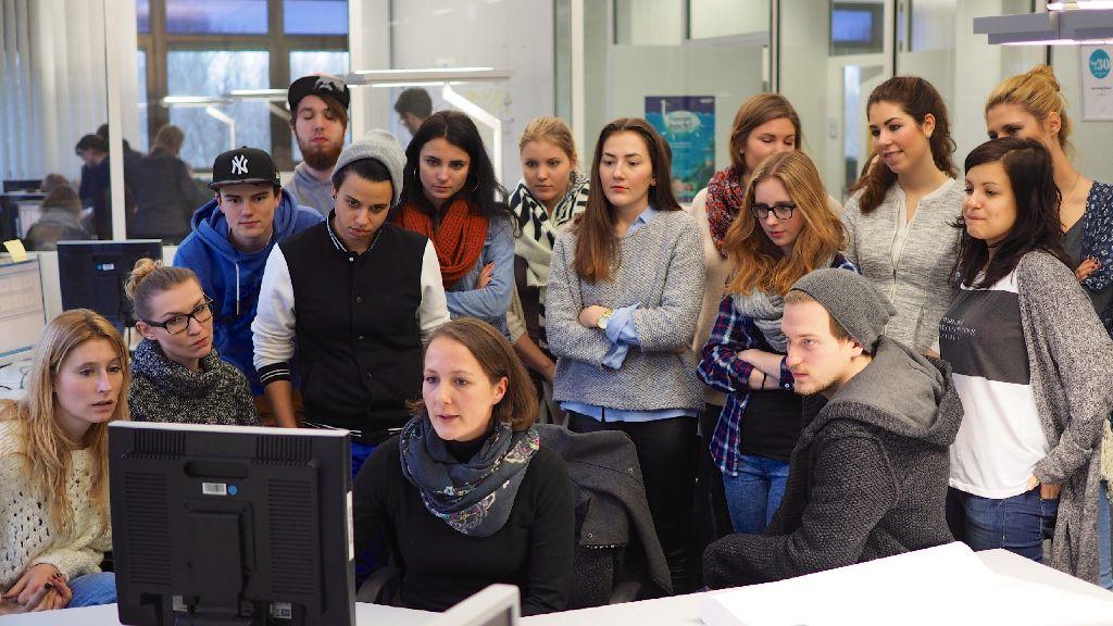 36 Studentinnen und Studenten der Hochschule der Medien Stuttgart üben in der Redaktion der Stuttgarter Zeitung die Nachrichtenauswahl. Weitere Bilder zeigt die folgende Fotostrecke. Foto: Frank Feil