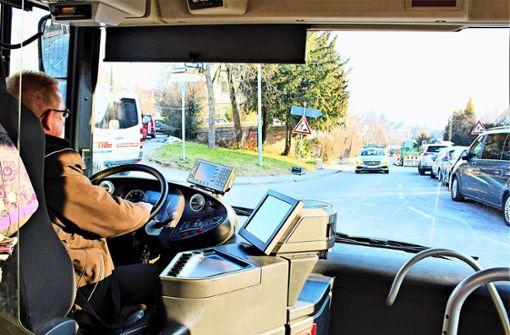 Stau und Falschparker bremsen Busse aus
