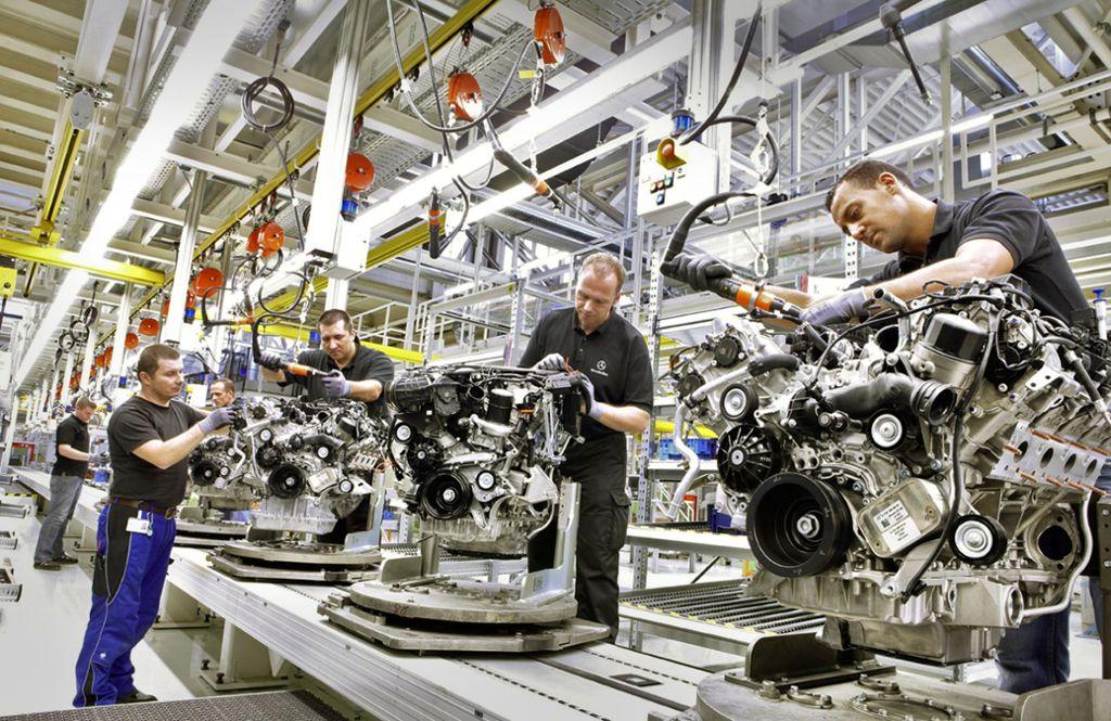 Im Stammwerk Untertürkheim werden heute Motoren gefertigt. Künftig sollen dort auch Batterien für Elektromotoren entwickelt werden. Foto: Daimler