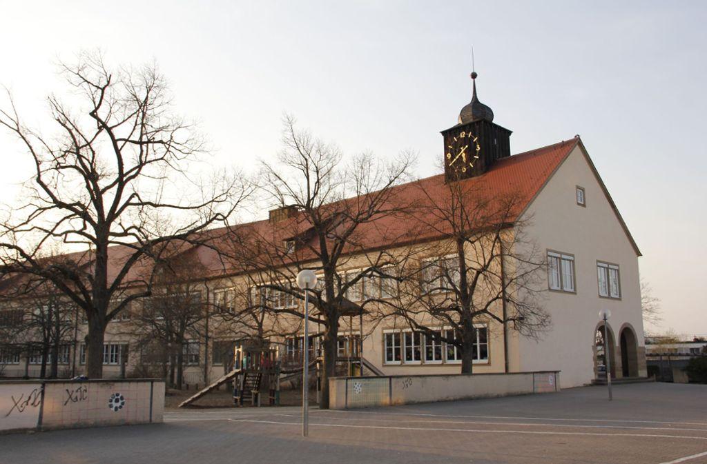 Die Wolfbuschschule besteht aus einem denkmalgeschütztem Altbau und einem Erweiterungsbau. Beides bietet keinen Platz für eine Mensa. Foto: Archive Martin Braun