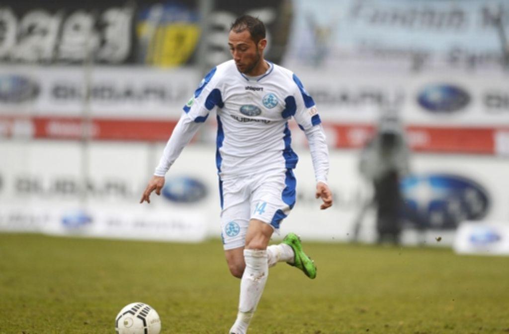 Die Stuttgarter Kickers haben den Vertrag mit Offensivspieler Marco Calamita bis 2016 verlängert. Foto: Bongarts