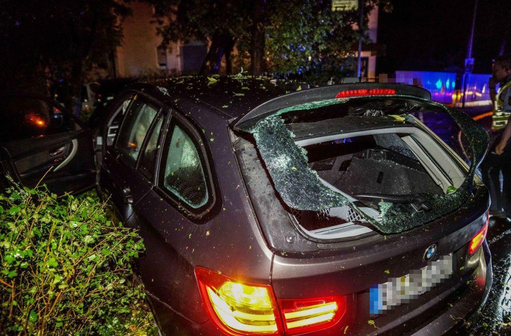 Ein betrunkener Fahrer hat mit seinem Auto in Kirchheim unter Teck großen Schaden angerichtet. Foto: SDMG