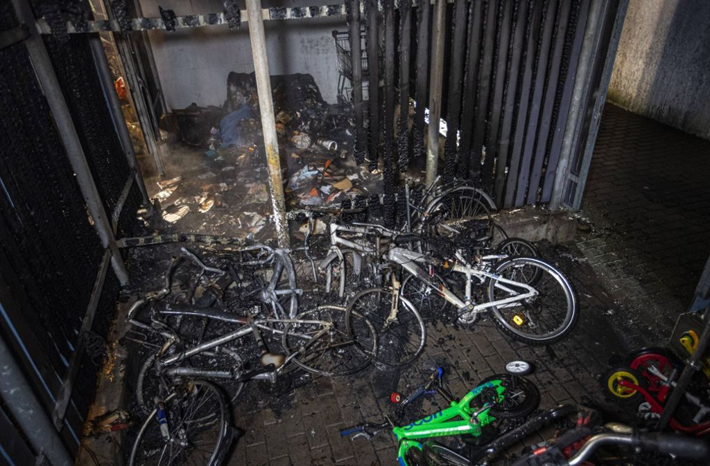 Bei dem Brand wurden mehrere Fahrräder beschädigt. Foto: 7aktuell.de/Simon Adomat