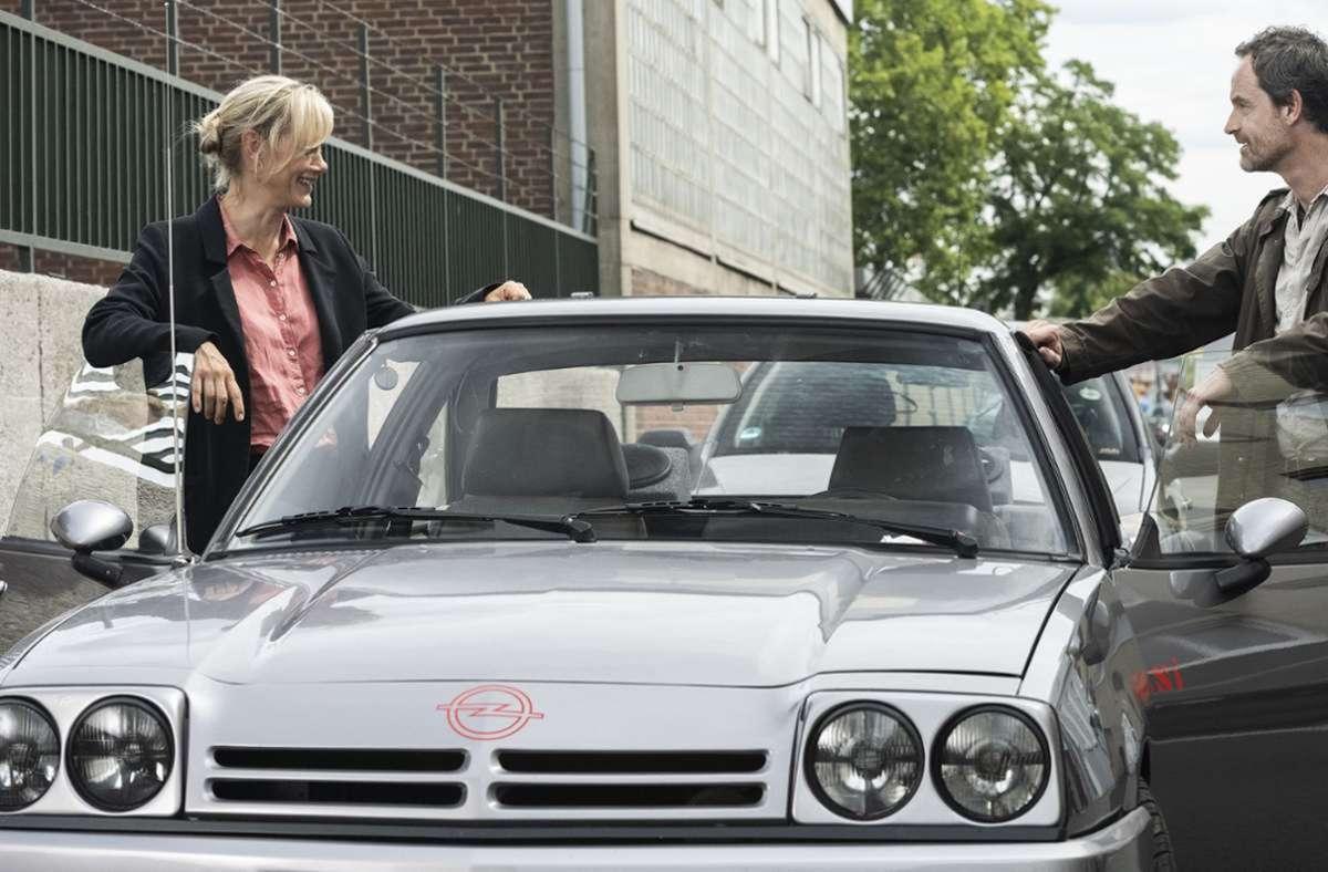 Kommissar Faber dreht eine Runde mit Kollegin Bönisch – in einem Manta. Foto: WDR Kommunikation