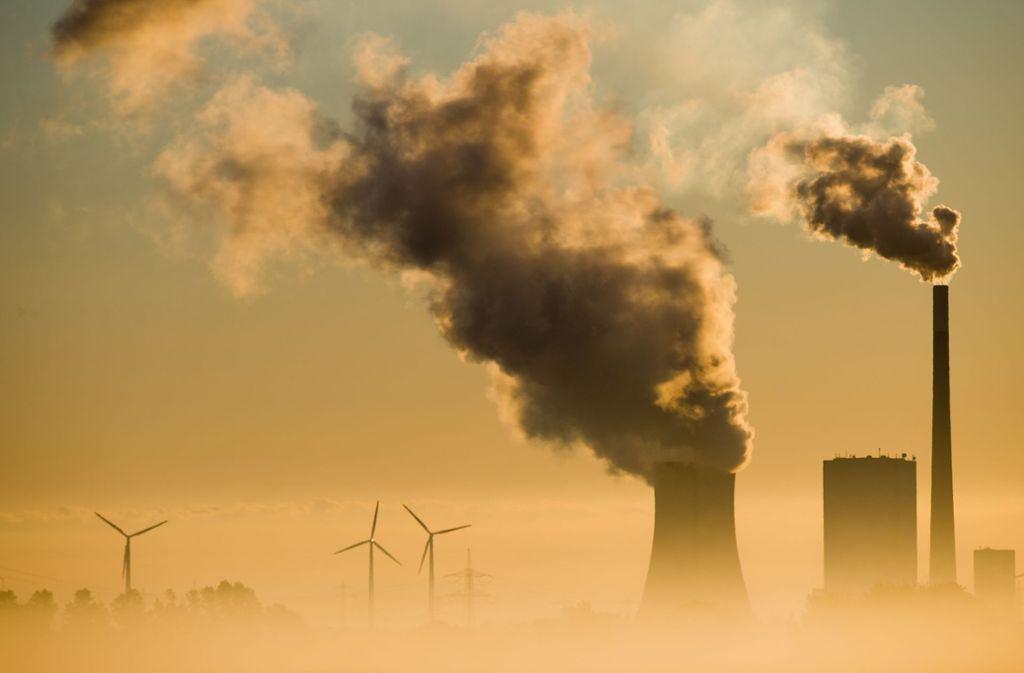 Klimaschutz und CO2-Vorgaben treiben auch die Teilnehmer der Unternehmerrunde in Isny  um. Foto: Julian Stratenschulte/dpa