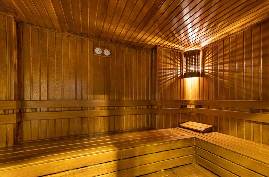 Der Exhibitionist zeigte sich in einer Sauna. (Symbolbild) Foto: shutterstock/Mine Toz