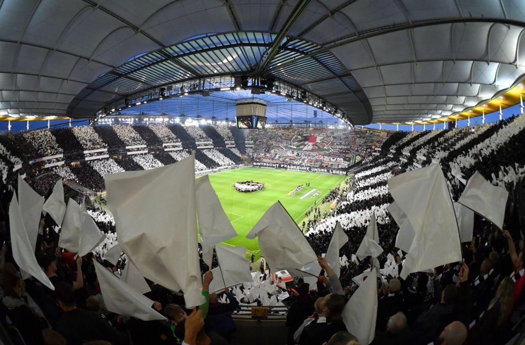 Eintracht Frankfurt wird am Donnerstag mit Zuschauern gegen den FC Basel auflaufen. Foto: dpa/Arne Dedert