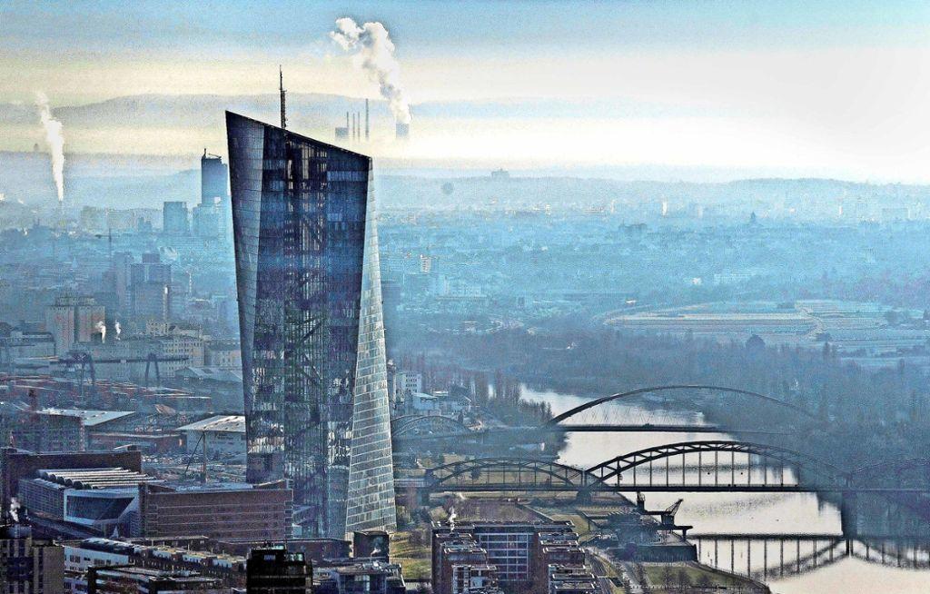 Banken müssen bei der EZB-Strafzinsen zahlen – das hat Folgen. Foto: dpa/Boris Roessler