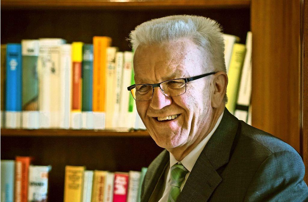 Philosoph im Amt: Winfried Kretschmann in der Bibliothek der Villa Reitzenstein Foto: Lichtgut/Max Kovalenko