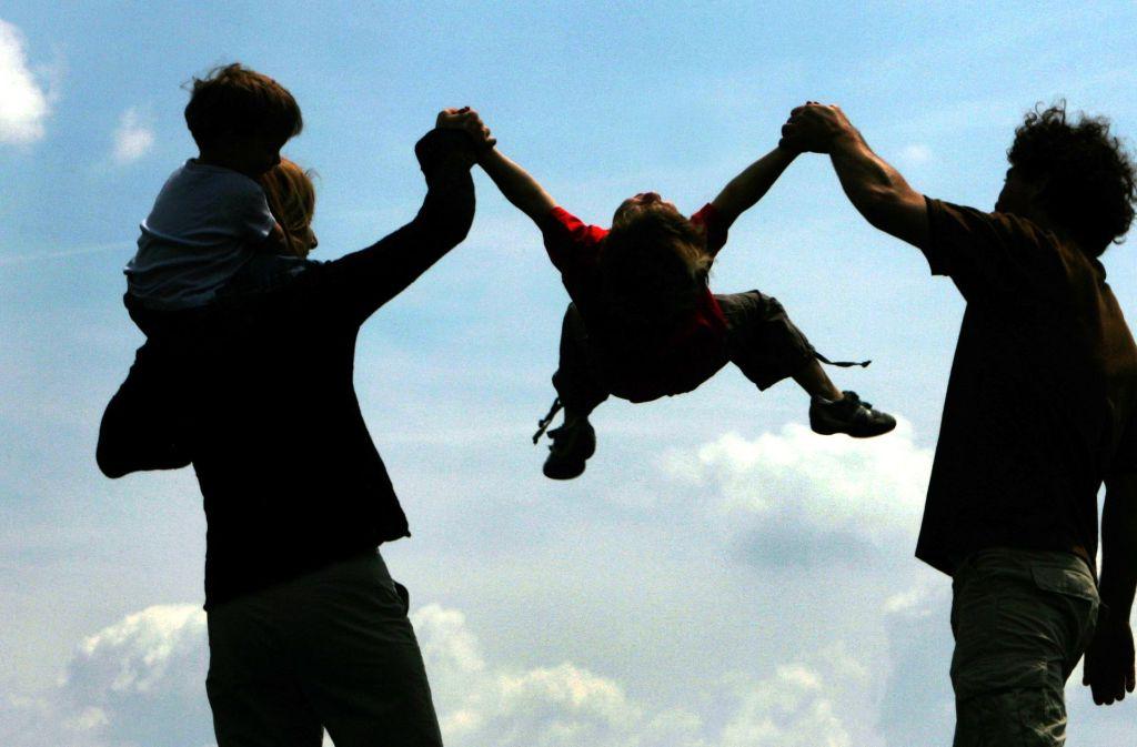 Familien zu unterstützen, war einmal der tiefere Sinn des Ehegattensplittings. Doch die gesellschaftlichen Verhältnisse haben sich grundlegend geändert. Foto: dpa