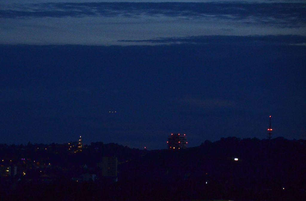 Die Passagiermaschine der Korean Air flog sehr tief über Stuttgart. Das Flugzeug hatte den Funkkontakt verloren. Foto: Andreas Rosar Fotoagentur-Stuttgart