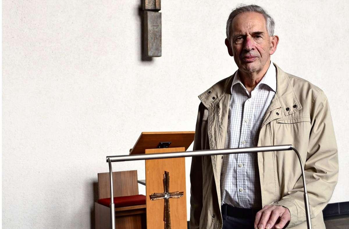 Pfarrer Joseph Doetsch hält heute noch Messen in Heumaden und Hohenheim. Foto: Florian Dürr
