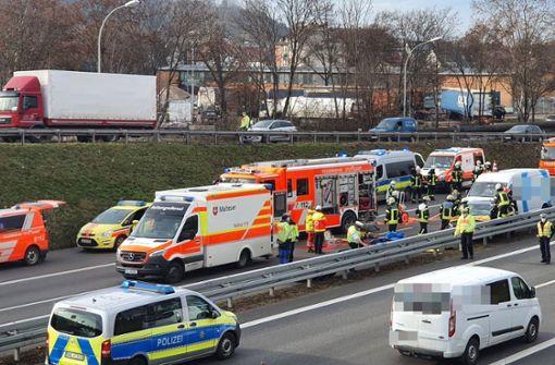 Teilsperrung der B10 nach Unfall Höhe Otto-Konz-Brücken
