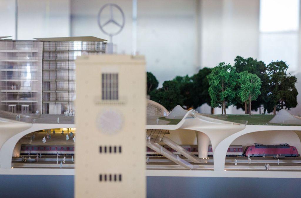 Ein Modell des geplanten, neuen Stuttgarter Hauptbahnhofs. Foto: dpa/Christoph Schmidt