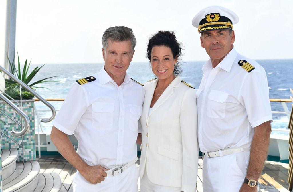 """Sascha Hähn(rechts) spielte den """"Traumschiff""""-Kapitän Victor Burger. Neben ihm: Barabara Wussow (""""Hanna Liebhold) und Nick Wilder (links, """"Dr. Wolf Sander""""). Foto: ZDF"""