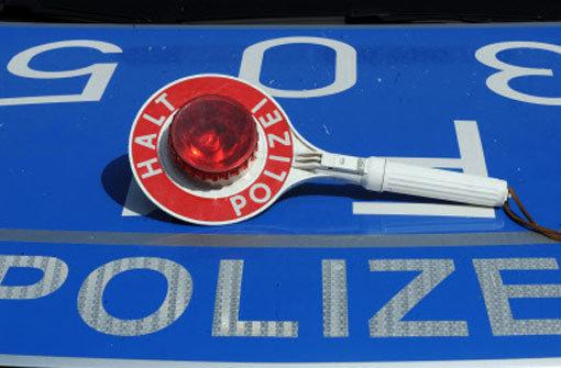 Beinahe Polizisten überfahren
