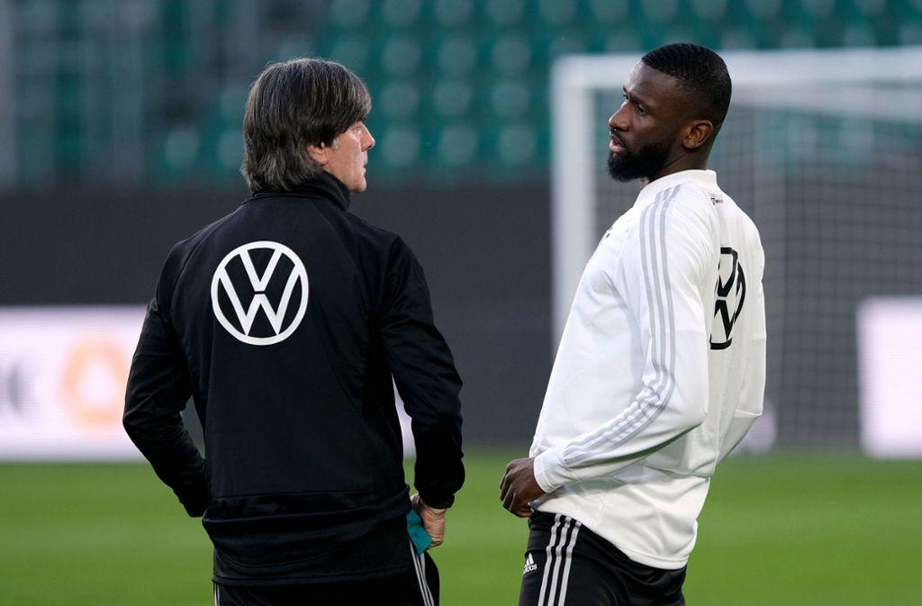 Bundestrainer Joachim Löw hält große Stücke auf Antonio Rüdiger. Foto: dpa