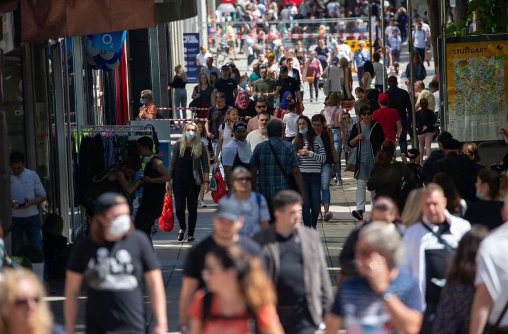 Die Königstraße ist voll, aber die Läden sind schlecht besucht. Foto: Leif Piechowski/Leif-Hendrik Piechowski