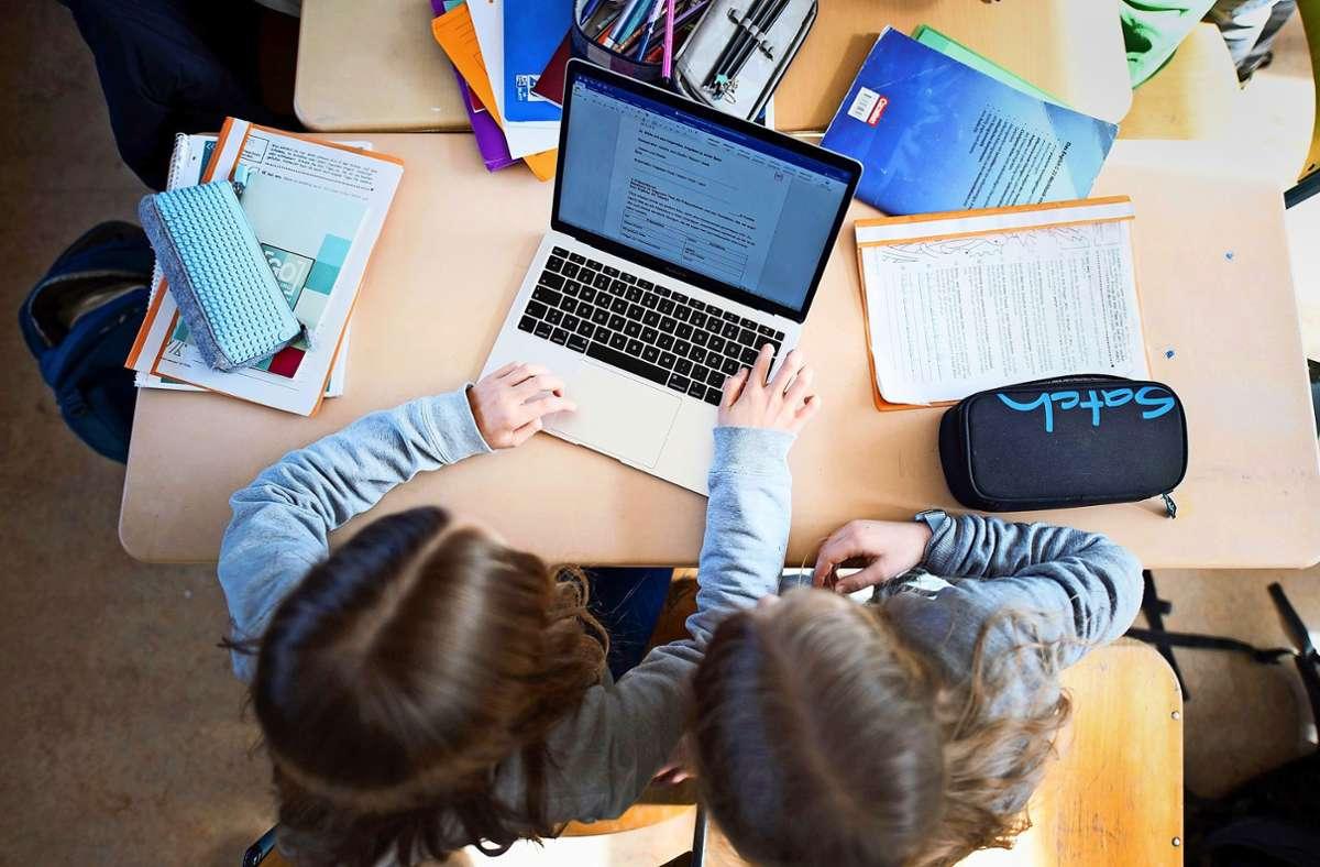 Der Laptop ist heute so wichtig wie Schulheft und Federmäppchen. Foto: dpa/Daniel Reinhardt