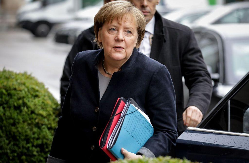 Angela Merkel vor einer weiteren Sondierungsrunde am Montag. Am Donnerstag dieser Woche will sie eine Entscheidung für ein Bündnis ihrer Union mit FDP und Grünen erzwingen. Foto: dpa