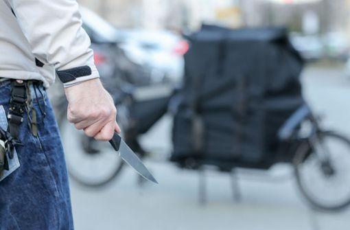 Zwei 16-Jährige erpressen Erwachsene mit Messer
